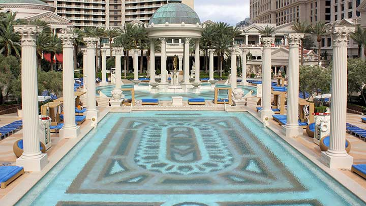 Caesar 39 S Palace Pool Best Pools In Vegas Book A Cabana