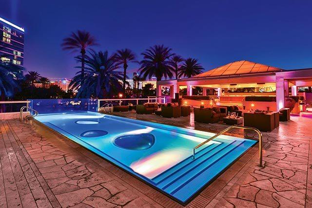 las vegas casino pools open year round