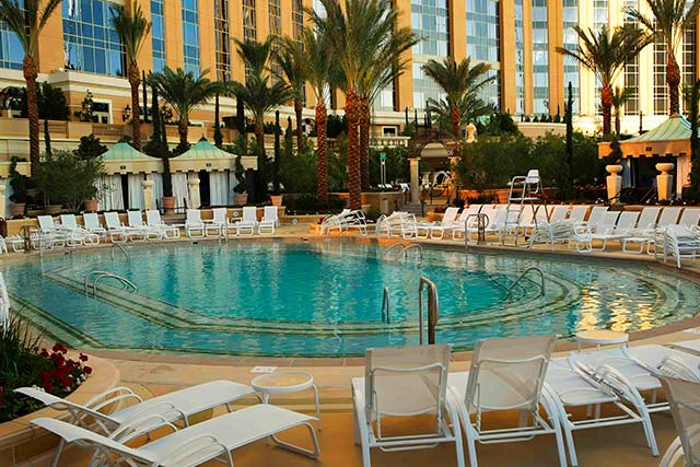 Vegas Hotels With Year Round Pools